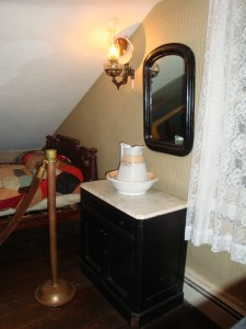 Ghosts of Gettysburg - Ghostly outline of man in mirror - Jennie Wade House