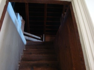 Ghost Hunting - Stairway without face Noon Inn